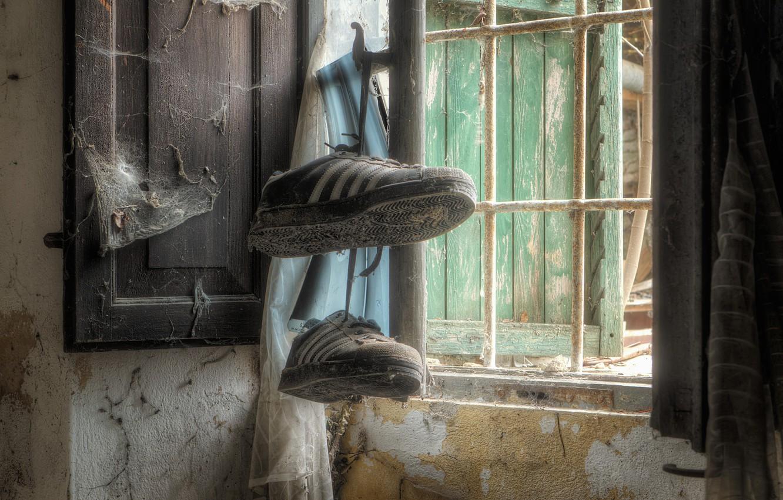 Обои кроссовки, окно. Разное foto 6