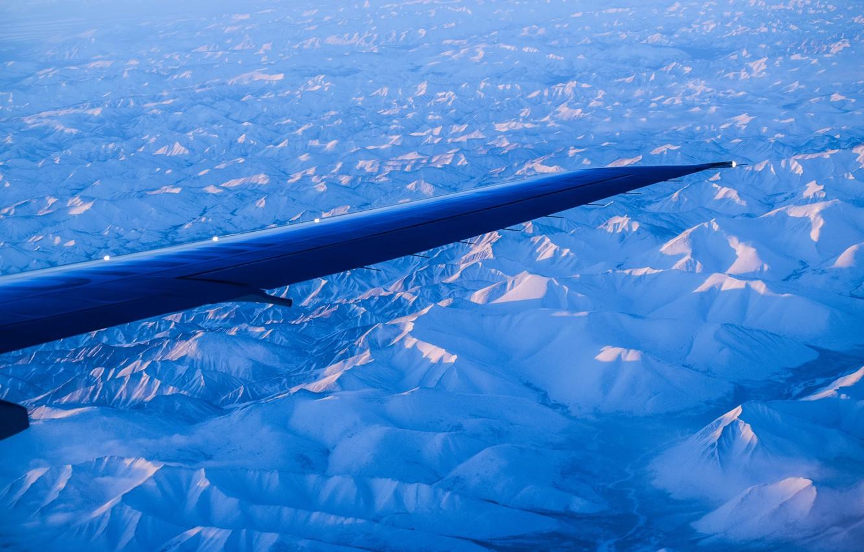 Фото обои небо, горы, Самолет, крыло, север