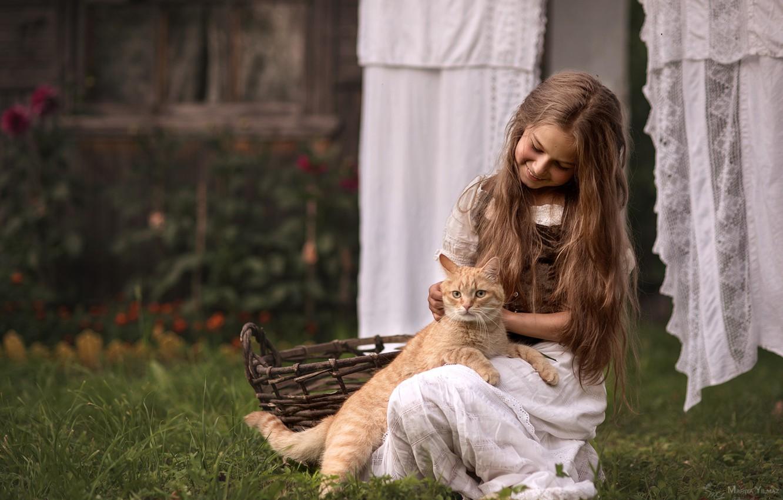 Фото обои кот, радость, волосы, белье, деревня, девочка