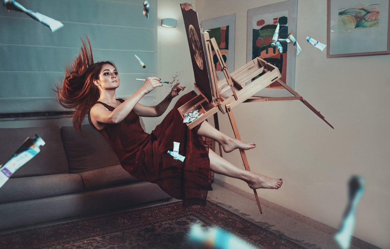 Фото обои девушка, краски, картины, кисть, мольберт, левитация