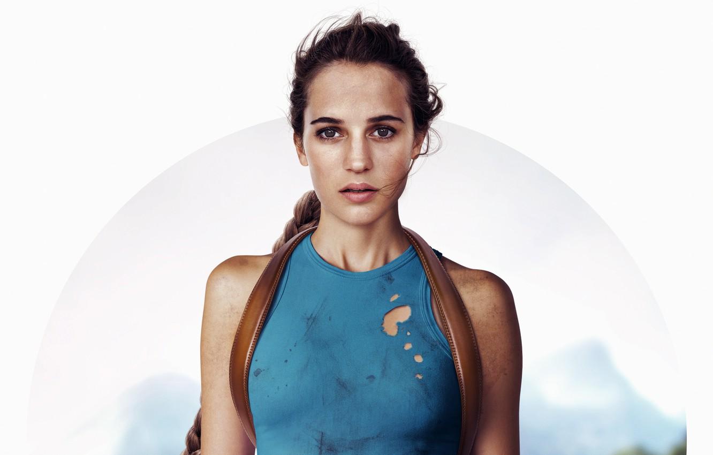 Фото обои белый фон, Tomb Raider, Лара Крофт, постер, Алисия Викандер, Alicia Vikander