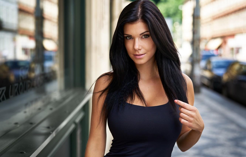красивые фотографии девушки темноволосая вас