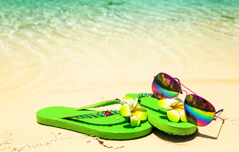 Фото обои песок, море, пляж, лето, отдых, очки, ракушки, summer, beach, каникулы, sand, сланцы, vacation, sunglasses