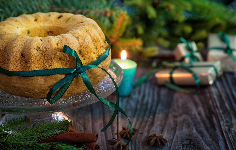 Фото обои ветки, праздник, новый год, рождество, свеча, ель, подарки, ёлка, корица, хвоя, выпечка, ленточка, кекс, специи, …