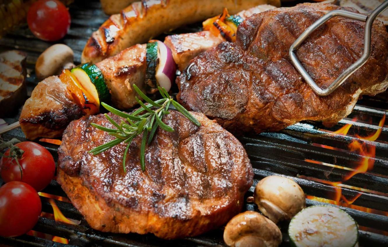 Фото обои огонь, грибы, мясо, овощи, стейк, гриль