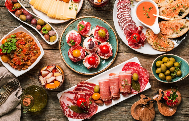 Фото обои завтрак, сыр, мясо, томат, оливки, колбаса, бекон, ветчина