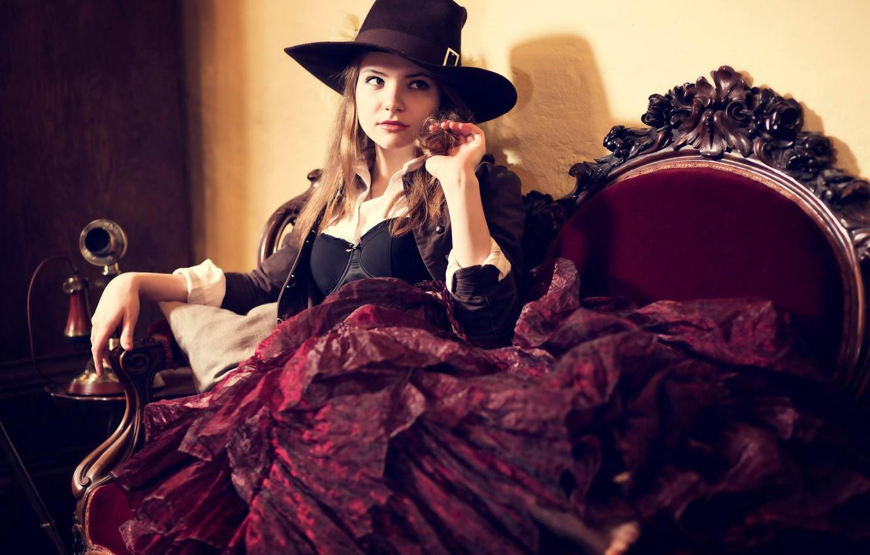 Фото обои взгляд, девушка, ретро, кресло, шляпа, шатенка