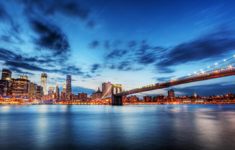 Фото обои лето, город, Нью-Йорк, размытость, Бруклинский мост, New York, иллюминация, Brooklyn Bridge, красивый вид, travel, пролив …
