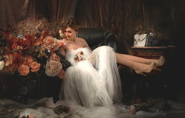 Фото обои девушка, цветы, стиль, настроение, ноги, туфли, невеста, свадебное платье