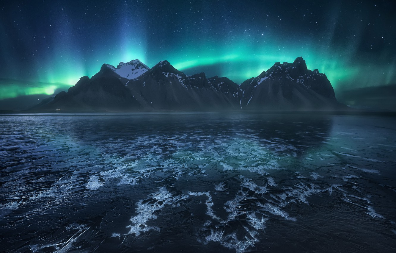 Фото обои небо, звезды, горы, ночь, северное сияние, Исландия, фьорд, мыс, Стокснес, Хорнафьордюр