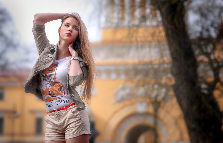 Фото обои girl, shorts, long hair, legs, photo, photographer, tree, model, bokeh, lips, face, blonde, urban, shirt, …