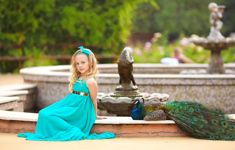 Фото обои парк, птица, девочка, павлин