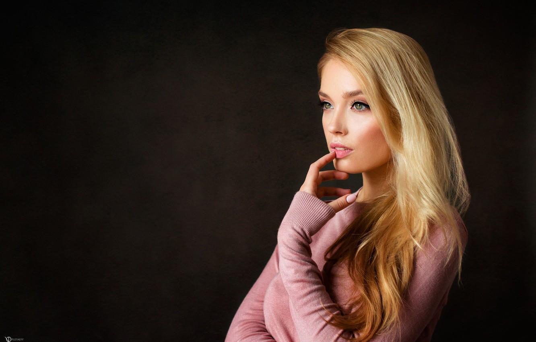 Фото обои взгляд, девушка, лицо, пальцы, Катя, свитер