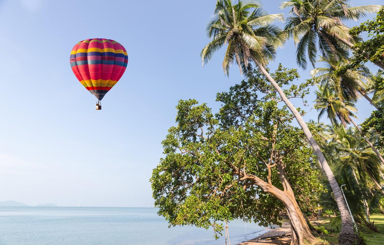 Фото обои песок, море, волны, пляж, лето, небо, воздушный шар, пальмы, берег, summer, beach, sea, seascape, beautiful, …