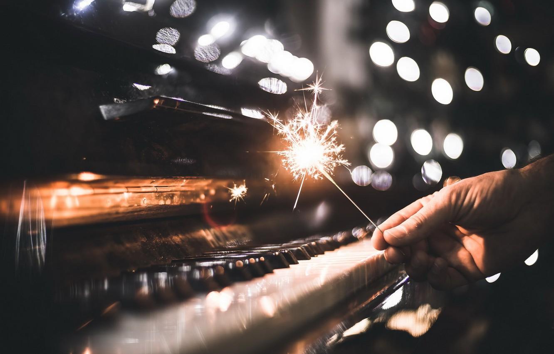 Фото обои музыка, праздник, пианино, бенгальские огни