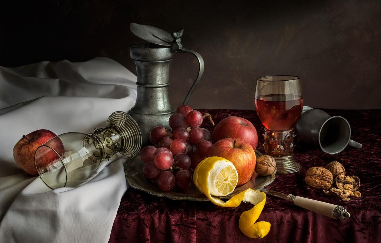 Фото обои стол, лимон, яблоки, виноград, нож, стаканы, фрукты, орехи, натюрморт, скатерть, грецкие