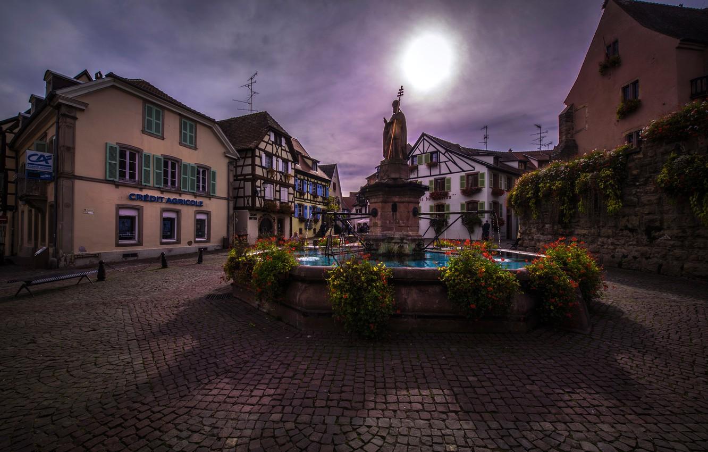 Фото обои цветы, Франция, дома, площадь, фонтан, скульптура, Alsace, Eguisheim