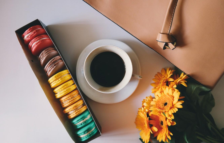 Фото обои цветы, коробка, букет, печенье, coffee, macarons, миндальное