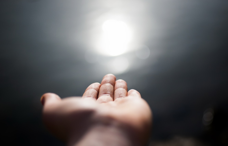 Фото обои свет, рука, ладонь, Into the light