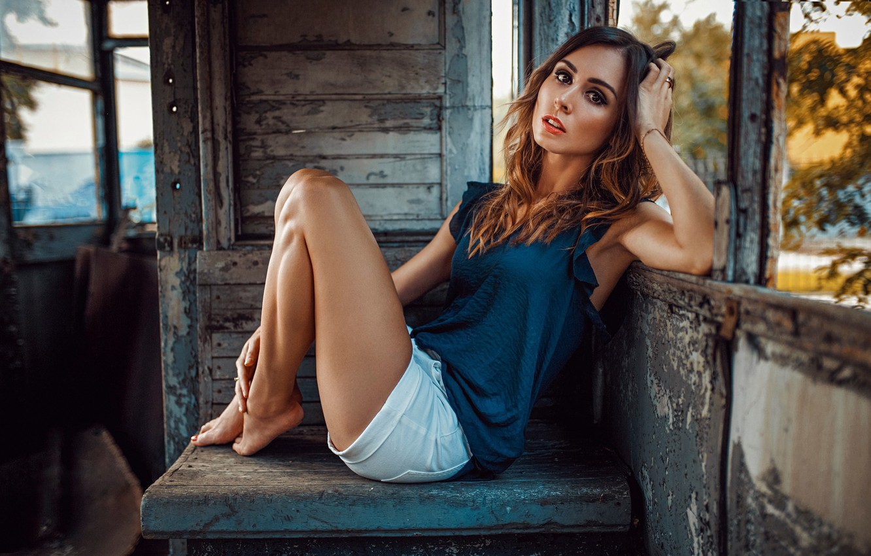 Фото обои лето, глаза, взгляд, девушка, вагон, фотограф, шортики, ножки, Kate, Damian Piórko, Katarzyna Kluska