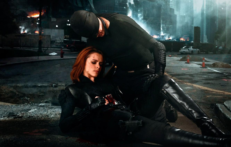Фото обои девушка, город, оружие, кровь, повязка, парень, ранение, art photographer