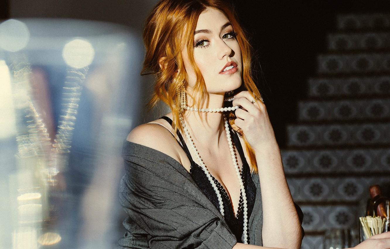 Фото обои взгляд, девушка, фото, макияж, прическа, бусы, Katherine McNamara, Bellus Magazine