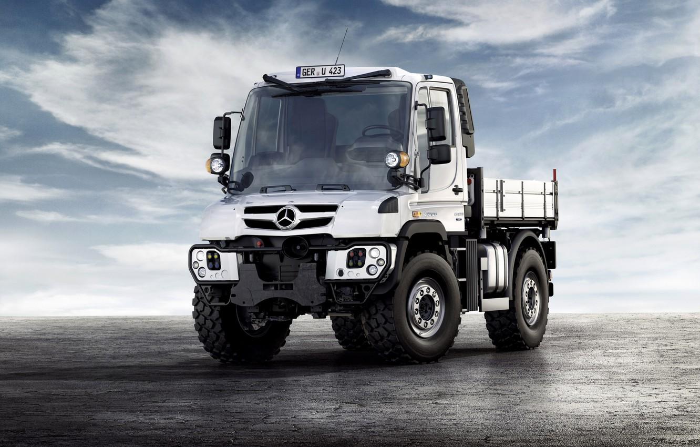Фото обои белый, небо, облака, поверхность, Mercedes-Benz, грузовик, Unimog, U423