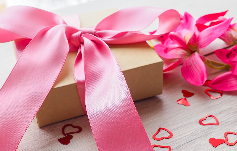 Фото обои цветы, подарок, лента, сердечки, love, pink, flowers, romantic, hearts, sweet, gift, valentine`s day