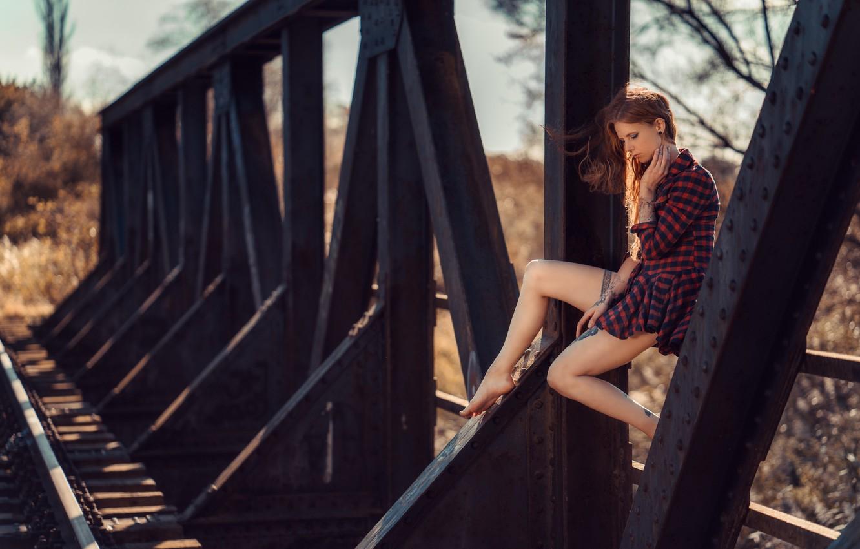Фото обои девушка, мост, настроение, ноги, ситуация, Julia Wendt, Andreas-Joachim Lins