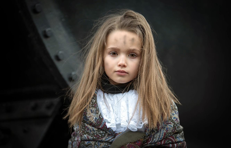 Фото обои портрет, девочка, чумазая, Inès