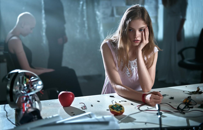 Фото обои девушка, стол, яблоко