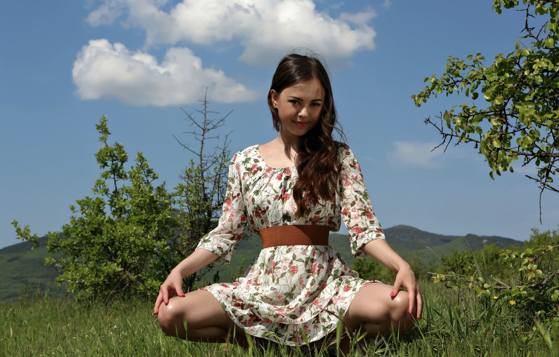Фото обои взгляд, поза, волосы, платье, ножки, Kiki, Li Moon