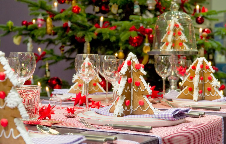 Фото обои елка, печенье, бокалы, декор, сервировка