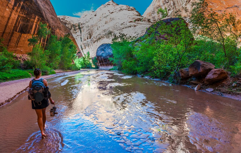 Фото обои девушка, деревья, горы, ручей, камни, скалы, ботинки, США, речка, туризм, рюкзак, Гранд-Каньон
