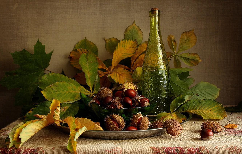 Фото обои листья, бутылка, покрывало, плоды, миска, натюрморт, блюдо, каштаны