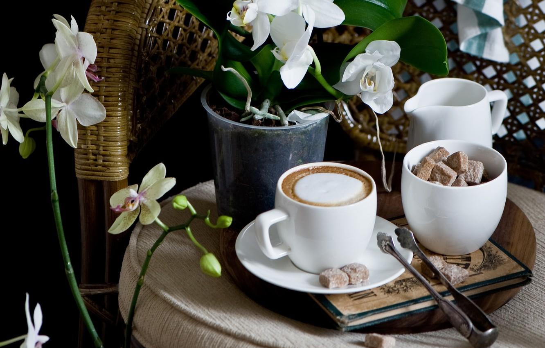 Цветы и кофе на столе картинки
