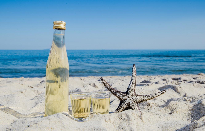 Фото обои песок, море, побережье, звезда, напиток, лимонад