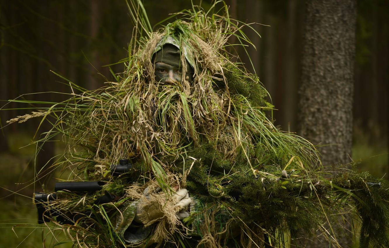 https://img4.goodfon.ru/wallpaper/nbig/a/b7/snaiper-soldat-les-maskirovka-vintovka.jpg