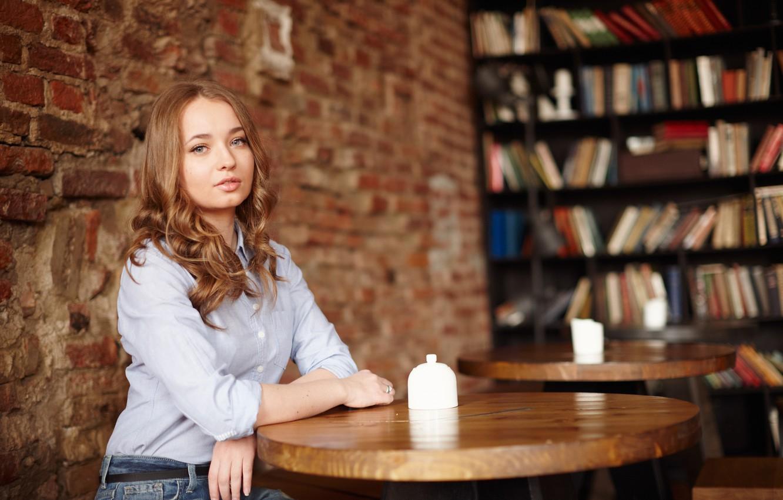 Фото обои взгляд, лицо, милашка, столик, Liza