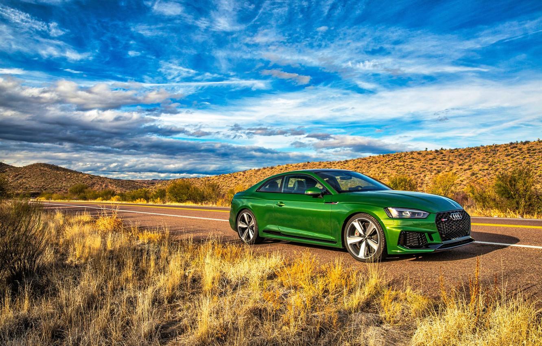 Фото обои дорога, небо, трава, Audi, ауди, купе, зеленая, Coupe, RS 5