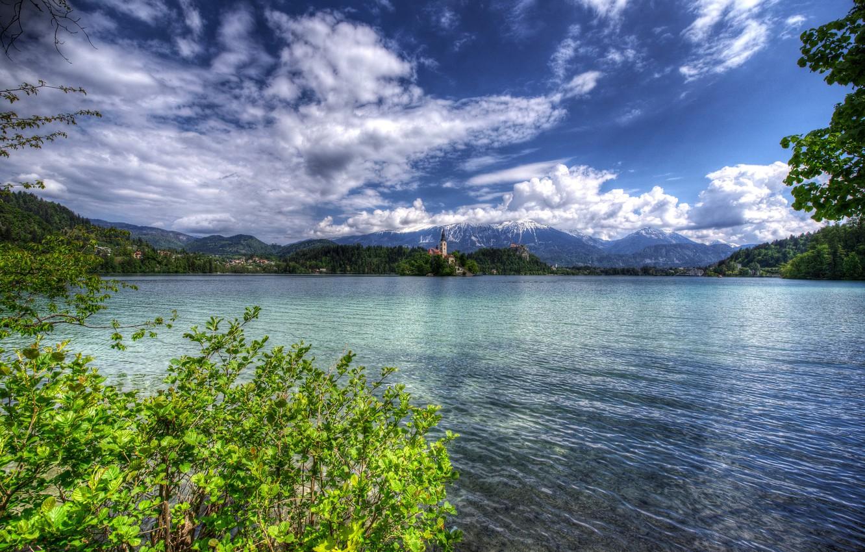 Фото обои зелень, лес, облака, деревья, горы, ветки, озеро, берег, HDR, дома, церковь, островок, кусты, Словения, Lake …