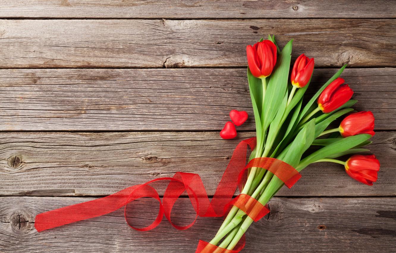 Фото обои любовь, цветы, подарок, букет, сердечки, тюльпаны, red, love, wood, flowers, romantic, hearts, tulips, Valentine's Day, …