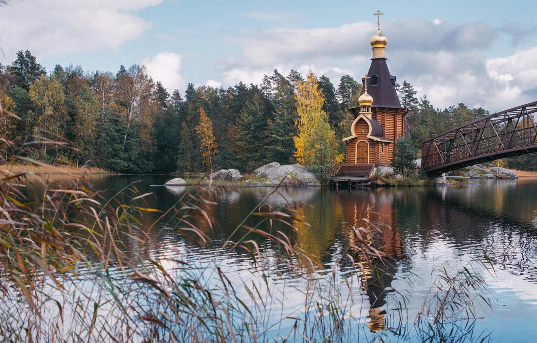 Фото обои осень, лес, трава, мост, природа, река, камни, церковь, Россия