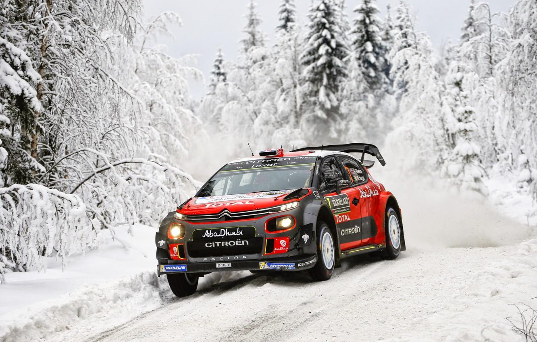 Фото обои Зима, Авто, Снег, Лес, Спорт, Машина, Гонка, Ситроен, Citroen, Автомобиль, WRC, Rally, Ралли, Kris Meeke, ...