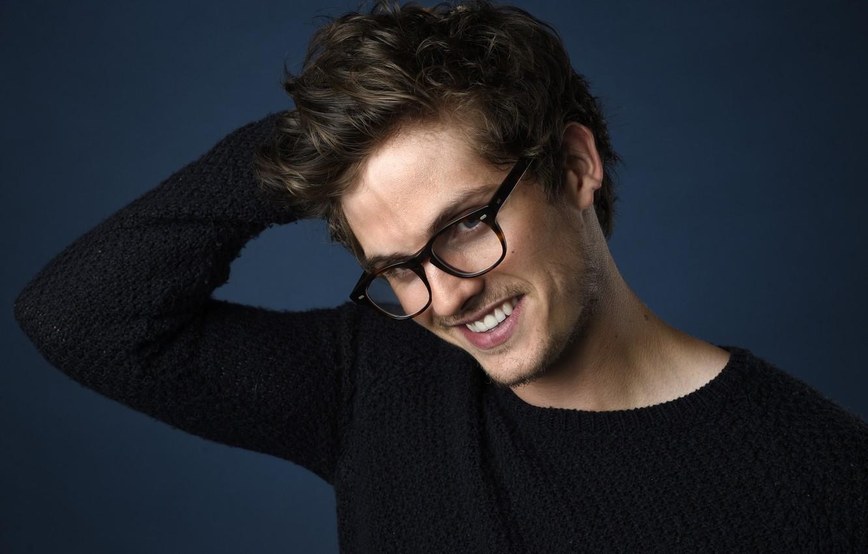 Фото обои улыбка, очки, актер, Daniel Sharman