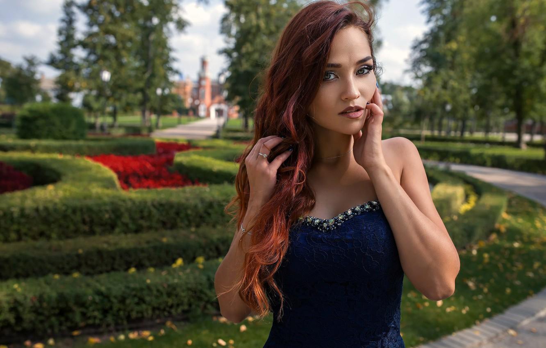 Фото обои girl, Model, green eyes, long hair, dress, photo, photographer, park, flowers, garden, lips, face, redhead, …