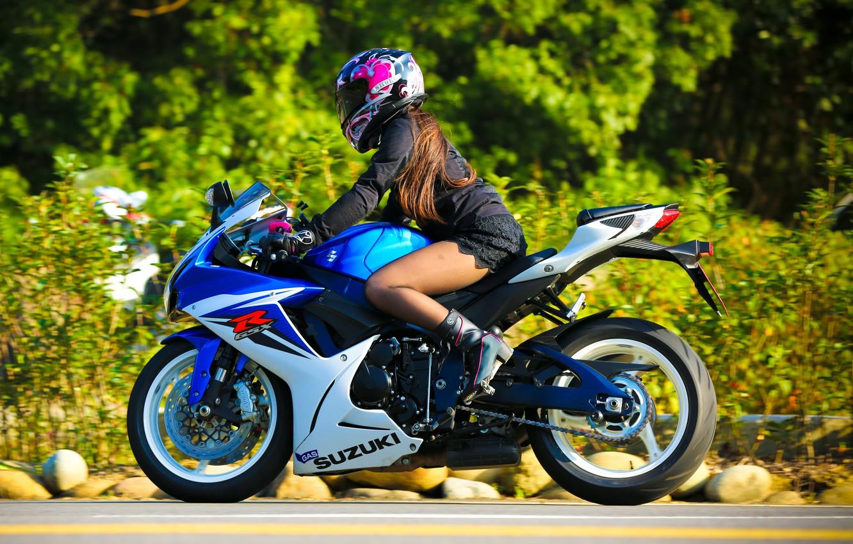 Фото обои девушка, мотоцикл, шлем, Suzuki, Suzuki GSX-R