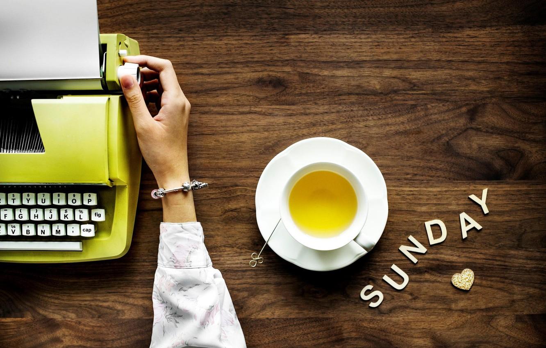 Фото обои буквы, стол, рука, браслет, печатная машинка