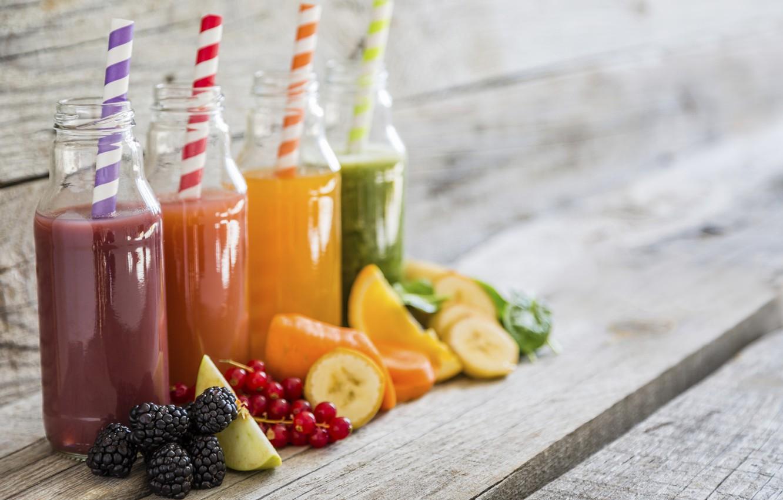 Фото обои ягоды, яблоко, апельсин, сок, трубочка, напиток, банан, блюр, смородина, ежевика, бутылочка