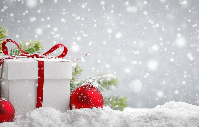 Фото обои снег, подарок, шары, Новый год, New Year, подарочек, еловые ветки